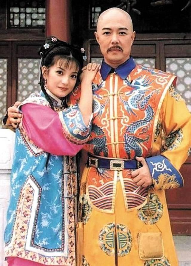 """张铁林因为出演了《还珠格格》中的乾隆,他的名字已经跟""""皇阿玛""""连接"""