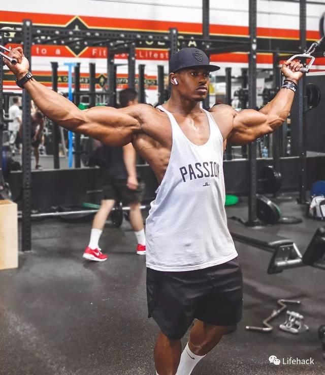 黑人大鸡巴撸不停_不过,虽然黑人的尺寸是天生的,但肌肉身材却必须靠后天锻炼才行.