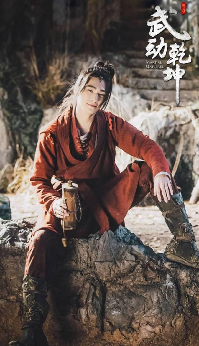 电视剧《武动乾坤》是改变小说来拍的,讲述着家族落魄的林动为父亲图片
