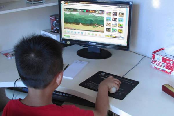 暑假小孩子每天就知道宅家里打游戏该怎么办