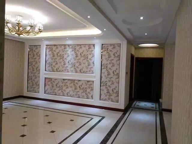 家里撸_客厅波导线的做法非常多,可以根据自己家里的风格来选择,复古的瓷砖