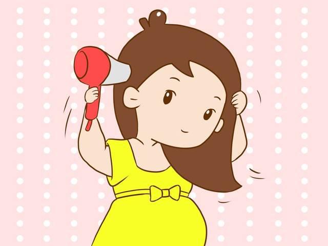准妈妈在使用吹风机时,不要距离头皮过近,也不要打开就直接吹头发,最图片
