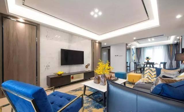 电视墙采用瓷砖 木质饰墙板拼接,通过纹理和颜色形成空间层次,过渡图片