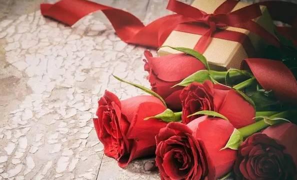 七夕情侣餐 玫瑰之约套餐 1支玫瑰花 2杯小可 2份小爆=36.