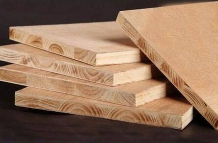 一种柜子板材,它主要是由三层或以上的实木单板经过胶贴热压制成,板芯