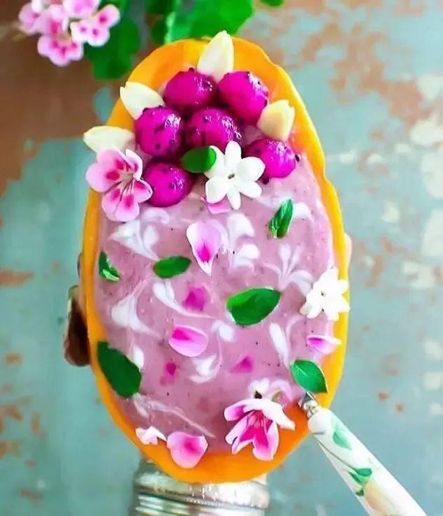 超好看的木瓜拼盘,都是她做的▲ 椰奶,木瓜,花椰菜,蓝莓,胡桃……她