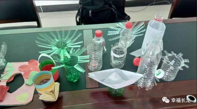 """暑期课堂 夏令营辅导员为学生开授了如何进行垃圾分类的课堂,从""""什么图片"""