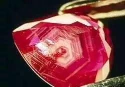 众所周知,红宝石的内部包体可以提供一些产地信息.