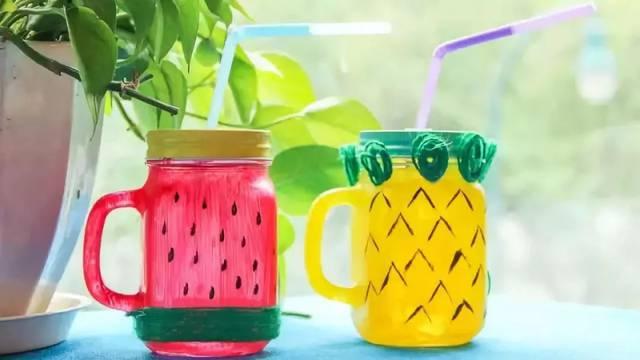 当然,还需要一些创意的小心思了:)瓶内刷上丙烯颜料,待颜料干后,画上图片