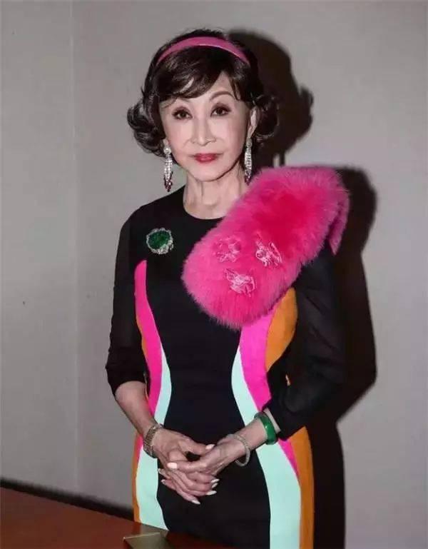 刘晓庆的骚內裤_她收藏翡翠15亿,论颜值和翡翠刘晓庆都输了