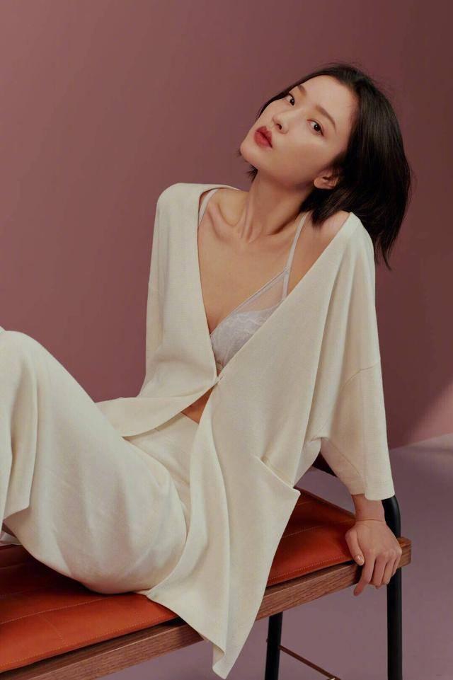 杜鹃,中国模特,演员,毕业于上海戏剧学院,2006年成为首位进入权威