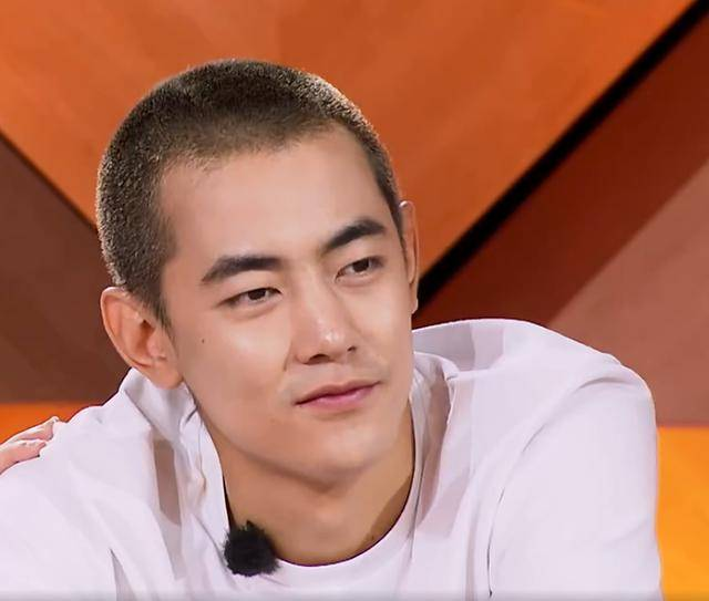 该节目女支持人刘欣然问纪凌尘:是爱过还是爱了.
