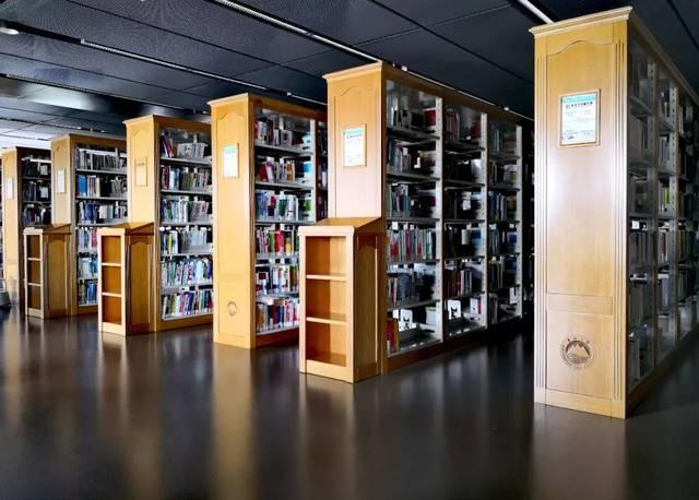 最美自习室——东北大学浑南校区图书馆图片