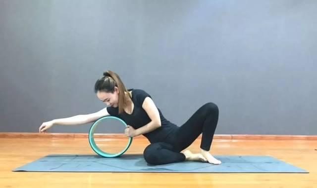 只需5個體式5分鐘,絕妙的輪瑜伽開肩術,效果竟然要好這么多!圖片