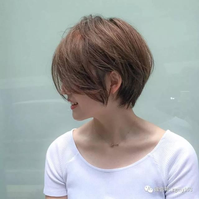 本身带着一股自信阳光的人 配上这款发型只有三个字能形容 很撩人图片