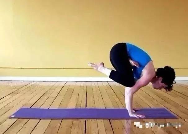 小编只能默默欣赏的24个高难度瑜伽体式,你能做到几个图片