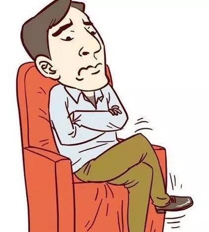 很多人坐在椅子上,喜欢跷起二郎腿,觉得这样坐着比较舒适,但却不知跷