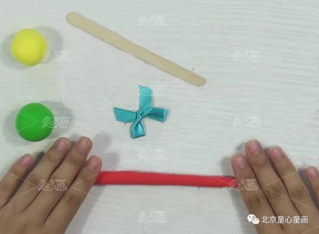 粘土 雪糕棒 小蝴蝶結 雙面膠 8,粘好蝴蝶結,棒棒糖制作完成.圖片