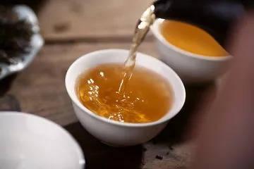 材料:蒲公英根,赤小豆,薏仁,淡竹叶,马齿苋,槐米,芡实,绿茶 做法:1图片