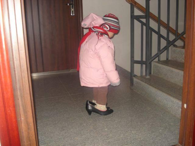 偷肏了妈妈_小孩,你偷了你妈妈的高跟鞋吗