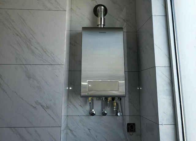 禁止私自安装 燃气热水器须由专业人员安装, 私自安装不当易发生一图片