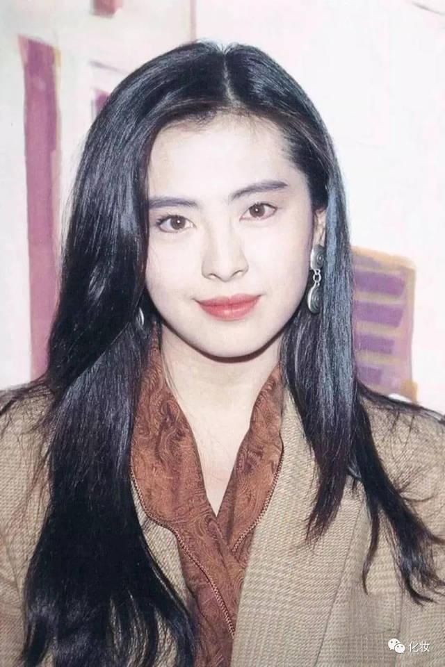 如林青霞,钟楚红这些90年代女神,并没有盲目追求白皙,她们更擅长发挥图片