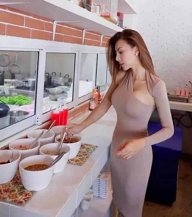 餐馆美女老板娘亲自上阵