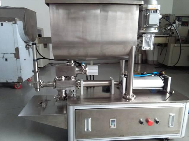 2,该半自动小型辣椒酱灌装机结构简单,灌装阀由气动阀控制精确度高图片