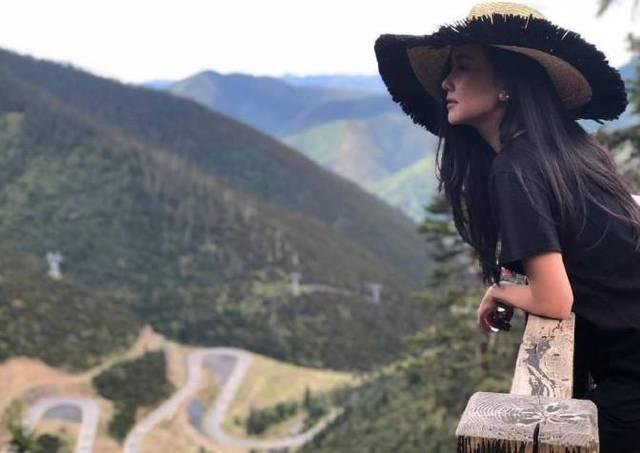 泰星noon四川度假,景美人更美,网友留言表示我俩隔着一座山图片