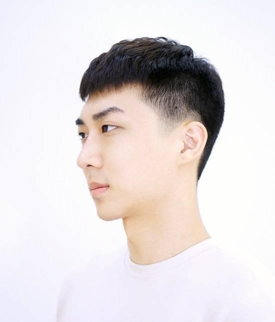 男生夏天发型以清爽为主,而秋冬季节的发型也要随之改变.图片