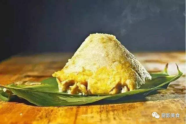 呈长条状或者三角形,而肇庆裹蒸粽是用当地的冬叶包,里面放猪肉,绿豆食品员工作啥监管做图片