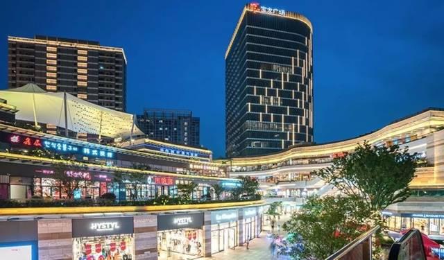 商业综合体_等多个大型商业综合体,为生活提供便利.