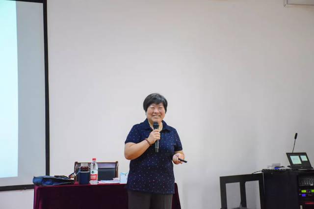 来自山东行政学院的邱丽莉教授 给学员们带来了一场生动活泼的一课