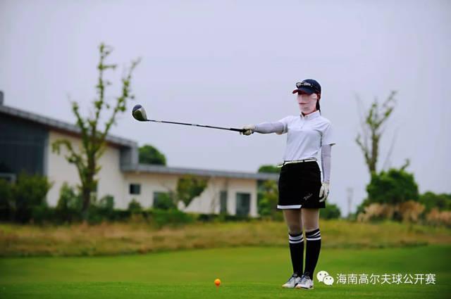 参赛选手到场签到 9月7日 海南高尔夫球公开赛巡回推广赛 将前往位于图片