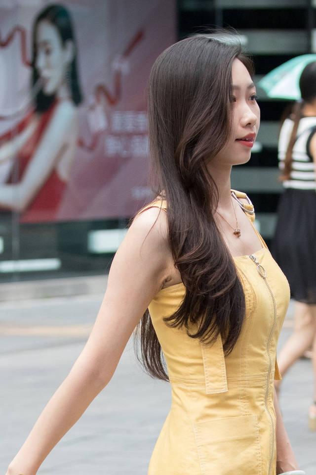 最黄色人体艺术_黄色吊带拉丝裙,凉高美腿玉足美女.