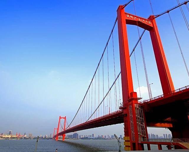 武汉鹦鹉洲长江大桥为什么是橘红色?说起来和美国的这图片