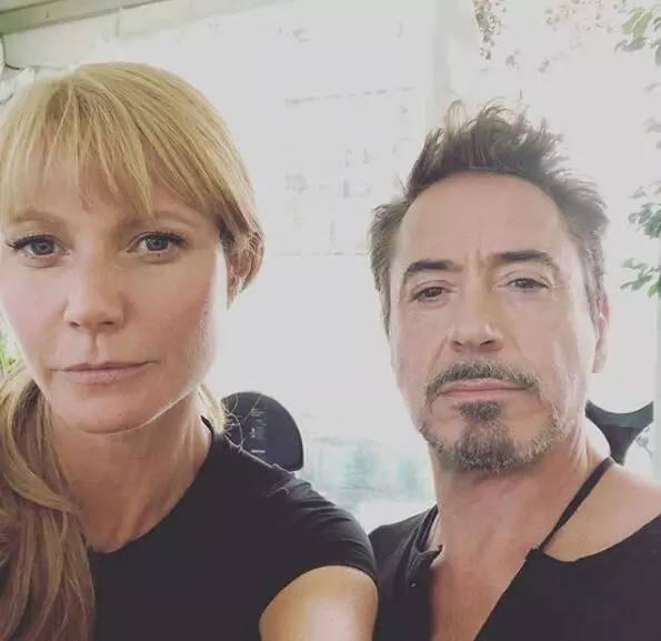 """她分享了一张跟""""钢铁侠""""小罗伯特唐尼的合影图片"""
