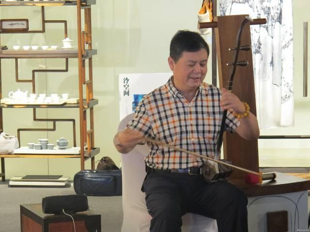 中央民族乐团国家一级演员,二胡大师李春华现场演奏二胡曲《步步生莲图片
