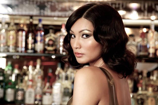(陈静)  在《摘金奇缘》中,陈静饰演的是一个千金小姐,戏份不如吴