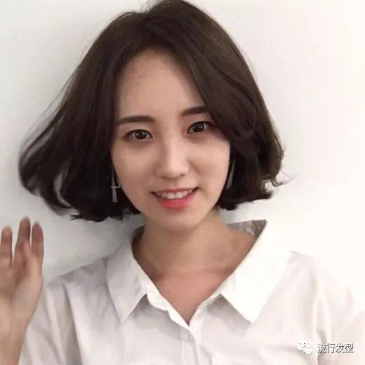2018流行的发型女短发烫发发型图片图片