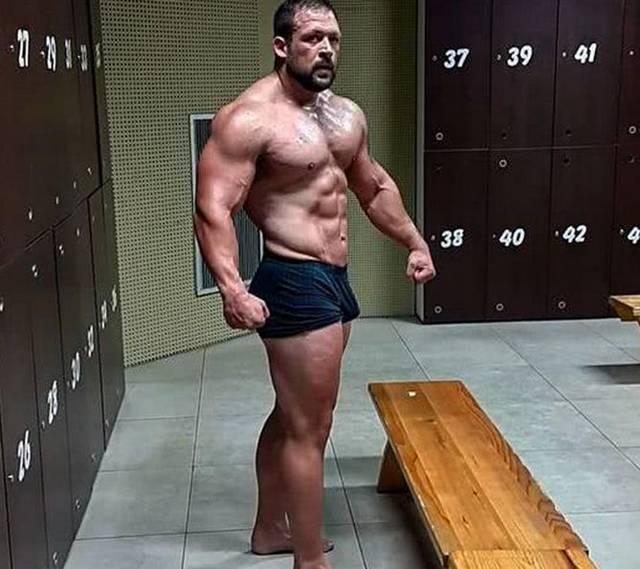别摄入高体脂肌肉男!300斤能量刷脂后腹肌小看刀刻!减脂一天壮汉犹如图片