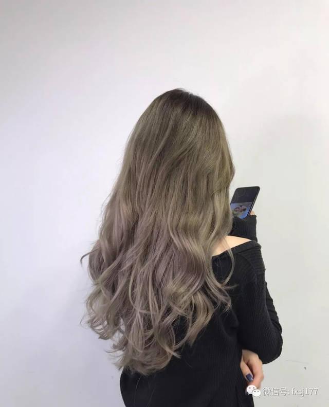 这个三七分刘海烫发,就是女神该有的发型.图片