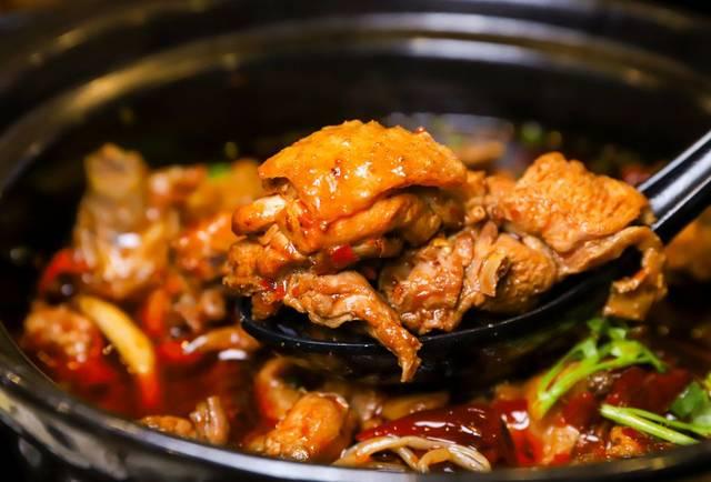 桐梓林网红火锅芋儿鸡,每天只卖50份!