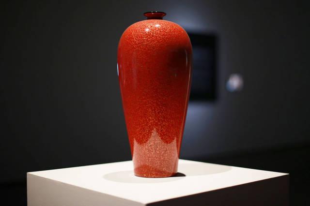 新金梅瓶_甘而可——红金斑犀皮漆梅瓶\