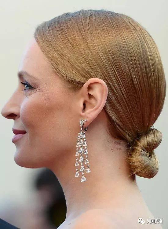而很多欧洲人的头型都属于长椭圆形,就算扎着紧贴头皮的发型