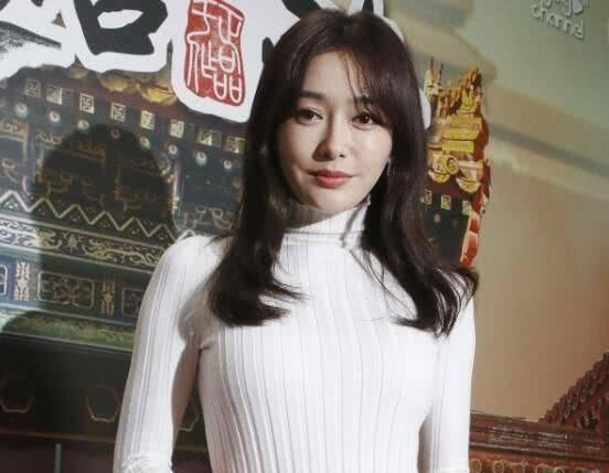 牛奶肌的秦岚贵阳捞金,网友:人挺美,就是空气刘海该修图片