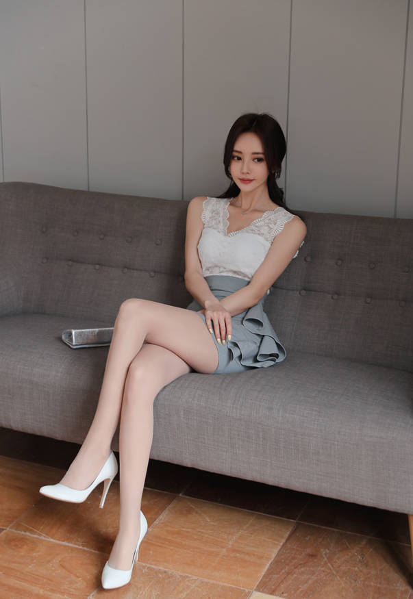 时尚美女:孙允珠云雾丝袜轻纱蕾丝包臀裙