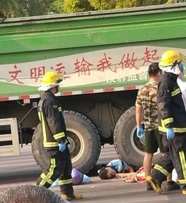 恐怖车祸!容桂一男子惨遭泥头车碾压,当场盖黑布!(视频+图片)