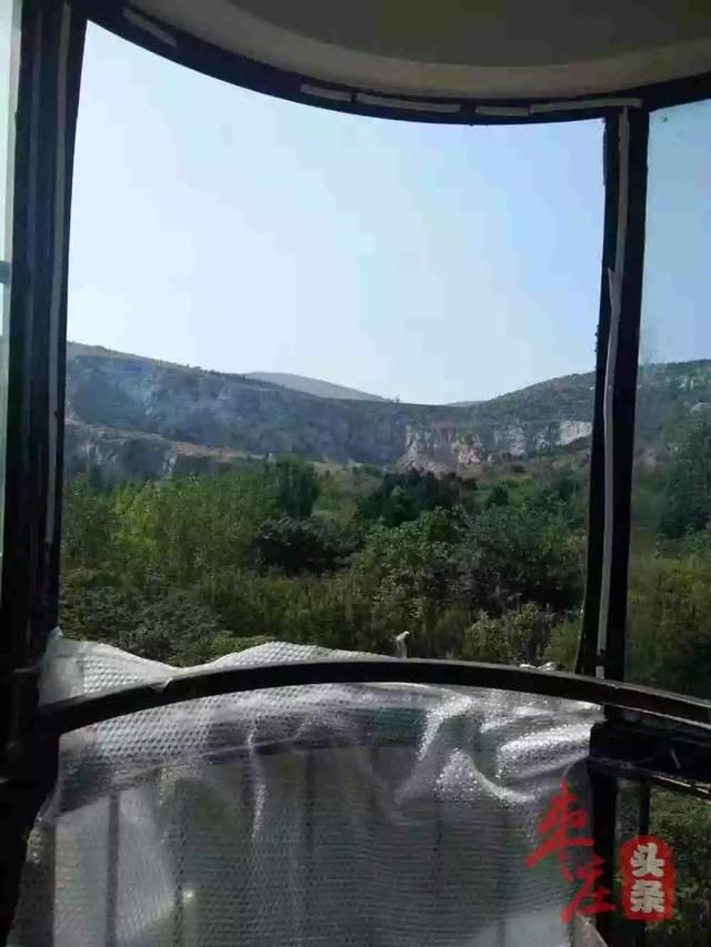 惊险!好好的阳台玻璃说碎就碎…