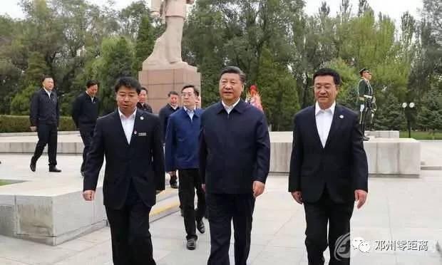 """雷锋同志学习""""的伟大号召,开启了一场建设新中国新文明,培育一代新人"""